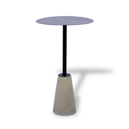 Mesa de ferro com base de concreto