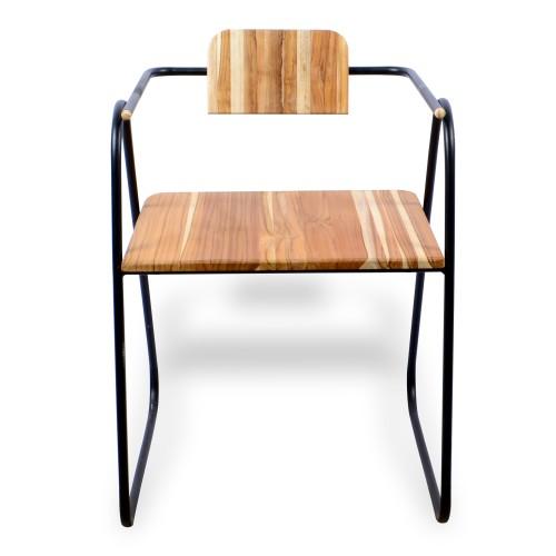 Cadeira de ferro com madeira