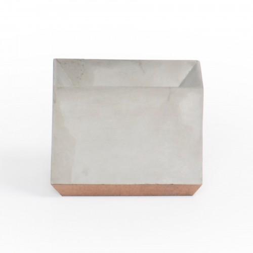 Vaso geométrico grande de concreto